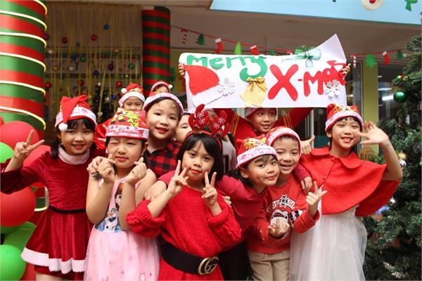 """Chương trình """"Bé vui Noel"""" ở trường Mầm non Thăng Long Kidsmart"""